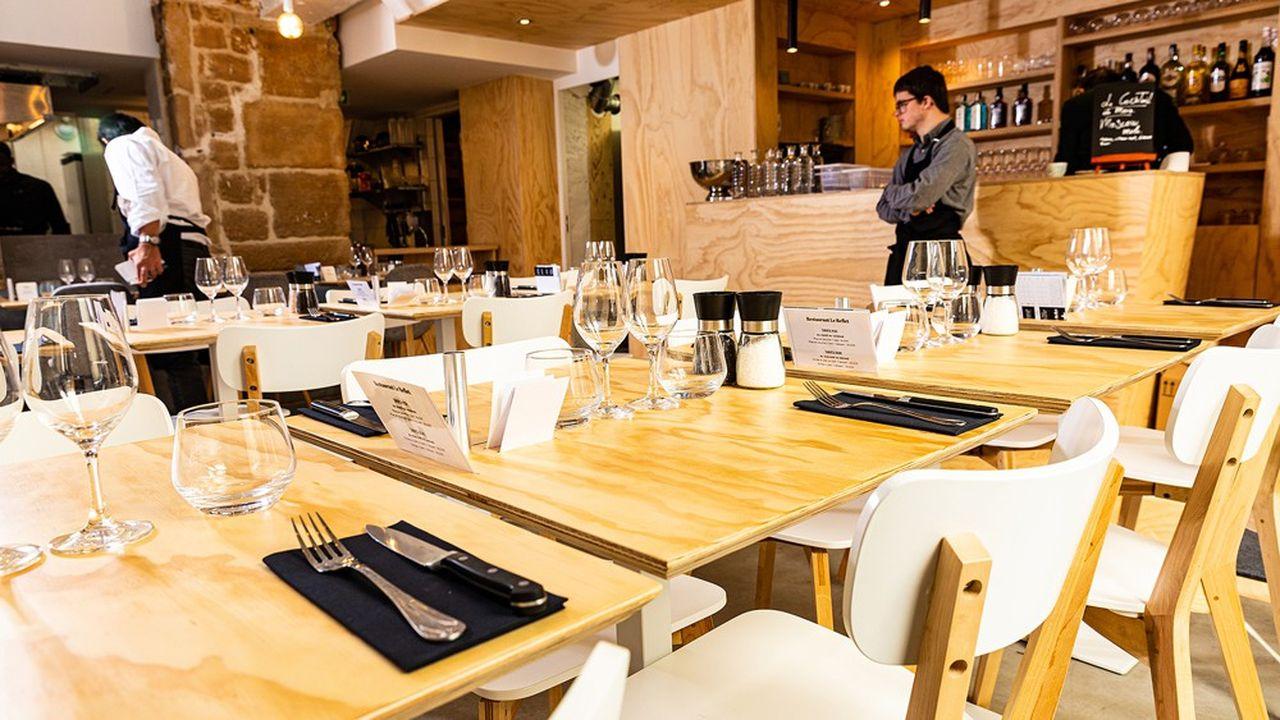 En facilitant la rencontre autour de la table avec des personnes trisomiques, Le Reflet Paris, comme son équivalent à Nantes, sensibilise à la différence tout en permettant des emplois en milieu ordinaire.