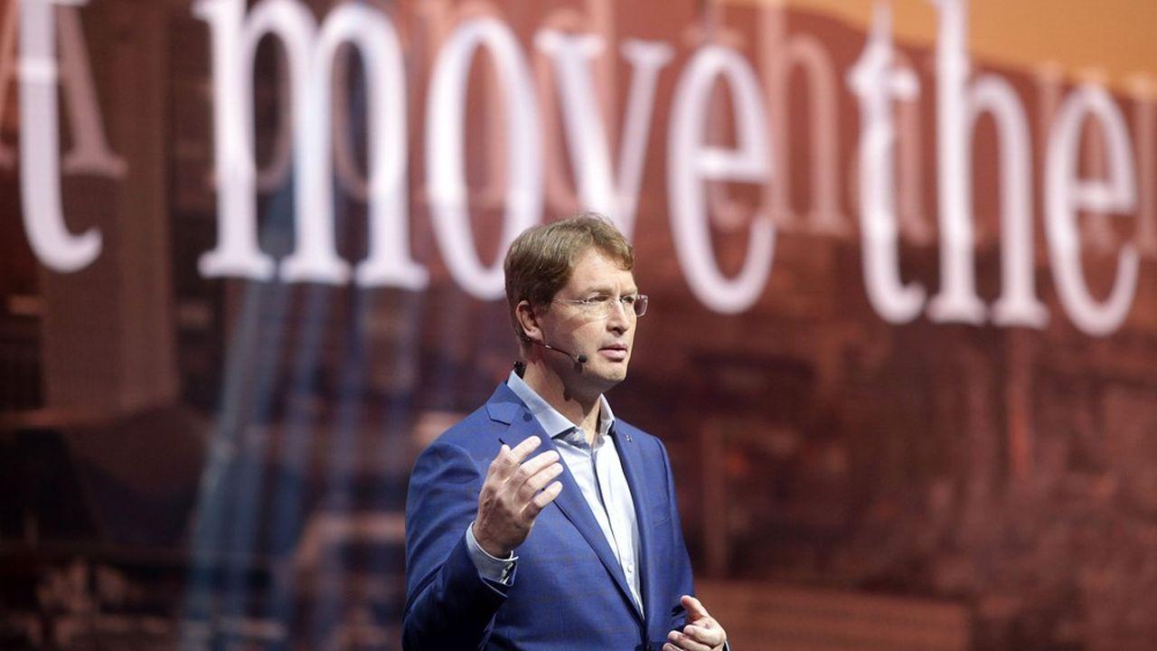 Dans un communiqué, le patron Ola Källenius indique que le fabriquant des Mercedes Benz fait face à des «charges financières pour atteindre les objectifs de réduction des émissions de CO2» qui «demandent des mesures dans toutes les branches du groupe».