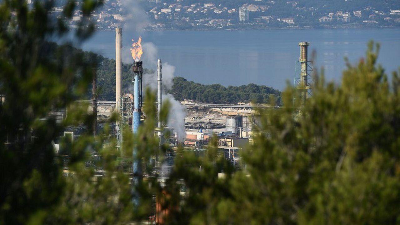 La raffinerie de La Mède, dans les Bouches du Rhône, produit des biocarburants à base d'huile de palme.