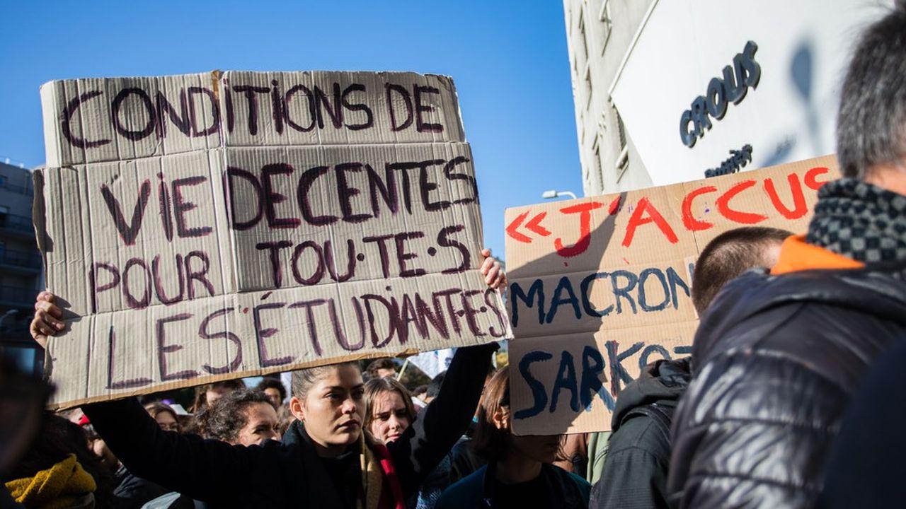 Les étudiants en difficulté, comme celui qui s'est immolé à Lyon 2, ne perçoivent pas toujours les aides spécifiques auxquelles ils ont droit, y compris quand ils perdent leur bourse.
