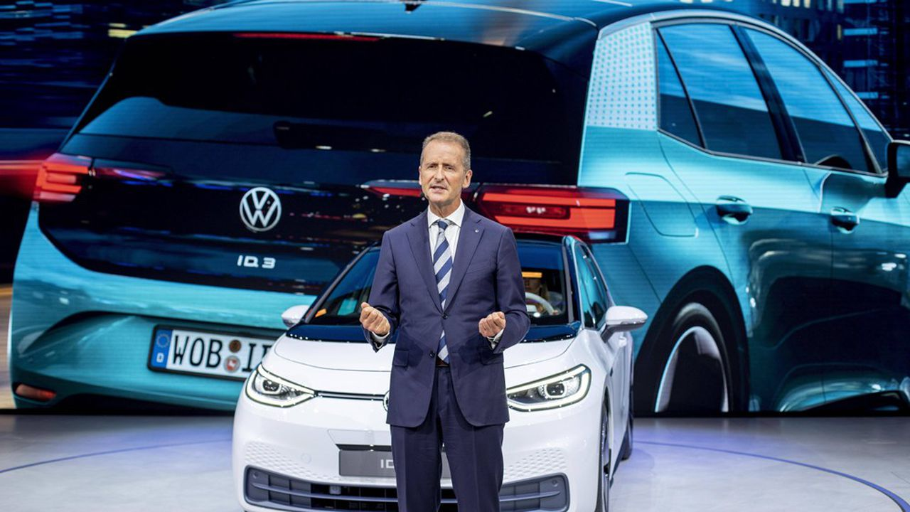 Présentée début septembre par le patron de Volkswagen Herbert Diess, l'ID3 ouvre l'offensive du groupe dans la mobilité 100% électrique.