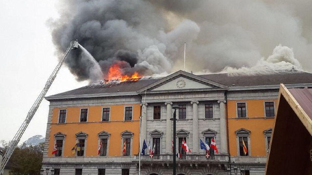 La mairie hébergeait 300 employés municipaux.
