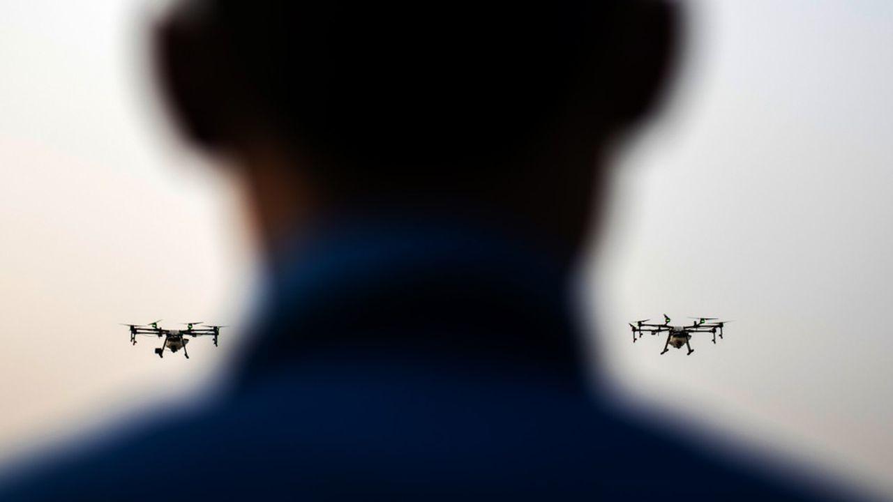 Les drones civils sont de plus en plus rapides, autonomes et puissants. Ils peuvent être détournés de leur usage en remplaçant leur caméra par des charges explosives.