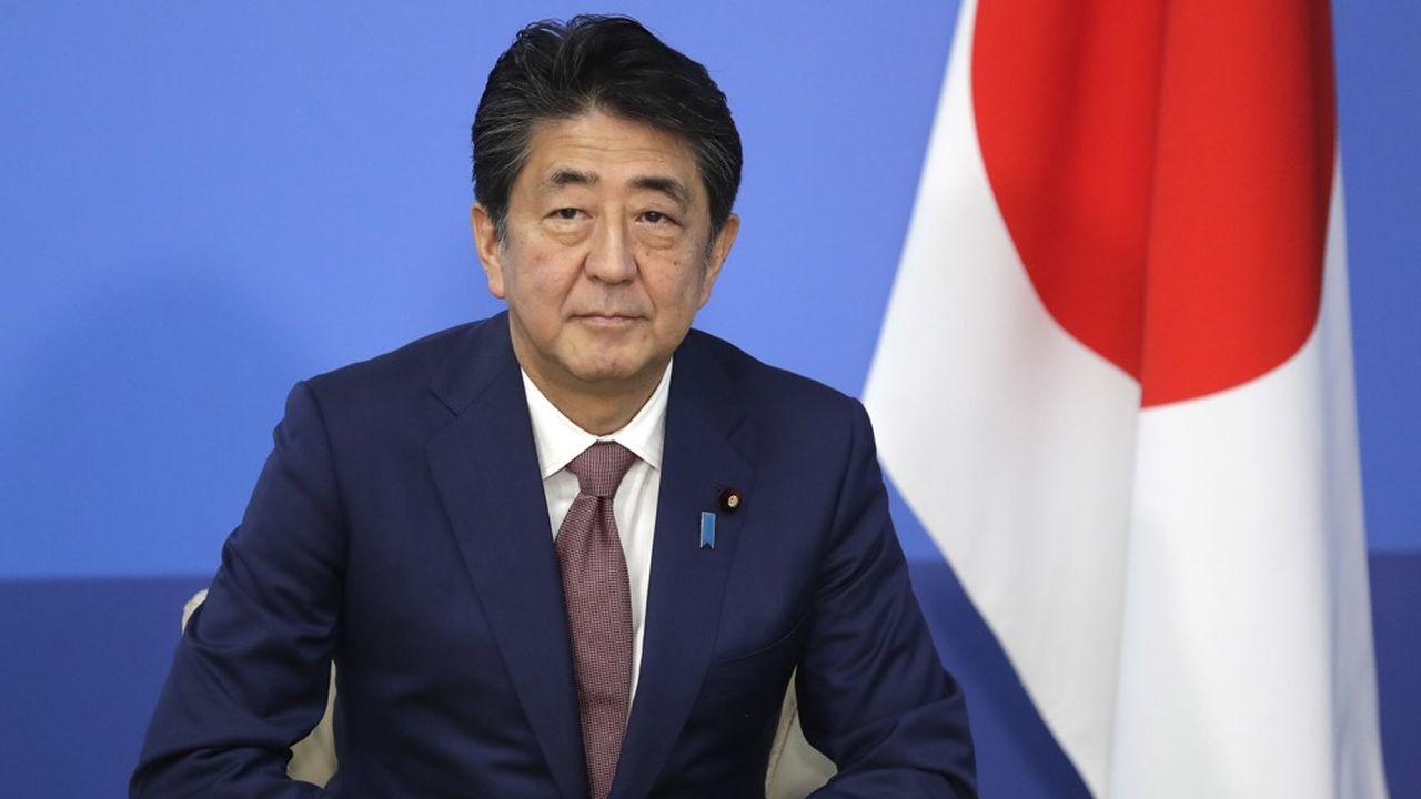Dans le dernier sondage publié, cette semaine, par le journal conservateur «Yomiuri Shimbun», Shinzo Abe ne bénéficie plus que d'un taux de soutien de 49%, parmi les personnes interrogées, quand il évoluait encore à 55% en octobre.