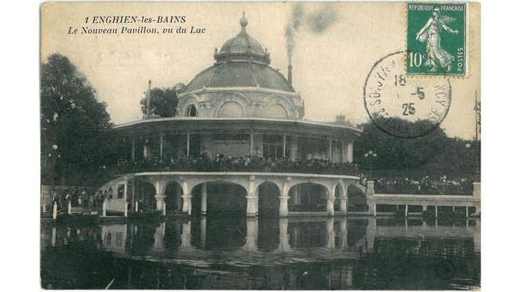 Carte postale du Pavillon refait en 1911.