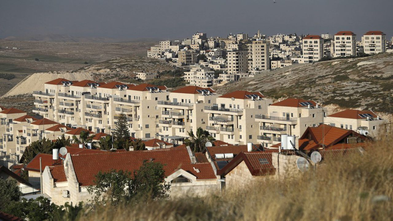 Il existe aujourd'huien Palestine 132 colonies israéliennes et 121 avant-postes, autrement dit des colonies sauvages créées sans autorisation légale initiale des autorités d'Israël (photo: la colonie de Neve Yaakov, au nord de Jerusalem Est, et, en arrière-plan, le district palestinien de Hizma, en Cisjaordanie.