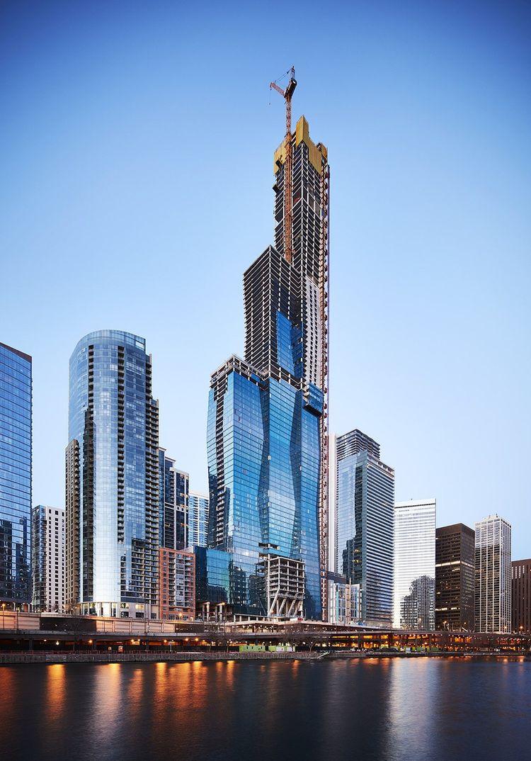 Attendue pour 2021, la Tour Vista est composée de trois colonnes disposées comme un escalier et interconnectées, ce qui multiplie les vues et les angles ainsi que les espaces verts. Avec ses 101étages (dont deux exclusivement destinés à laisser passer le vent) et la plus haute piscine de la ville, le gratte-ciel va devenir le troisième de Chicago par sa hauteur (366mètres)..