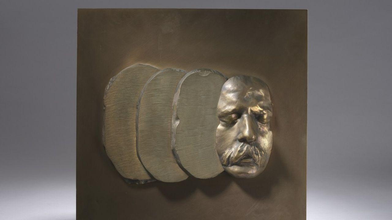 César (1921-1998), Masque en tranches, 1972. Epreuve en bronze à patine dorée (45 cm x 45 cm x 7 cm).