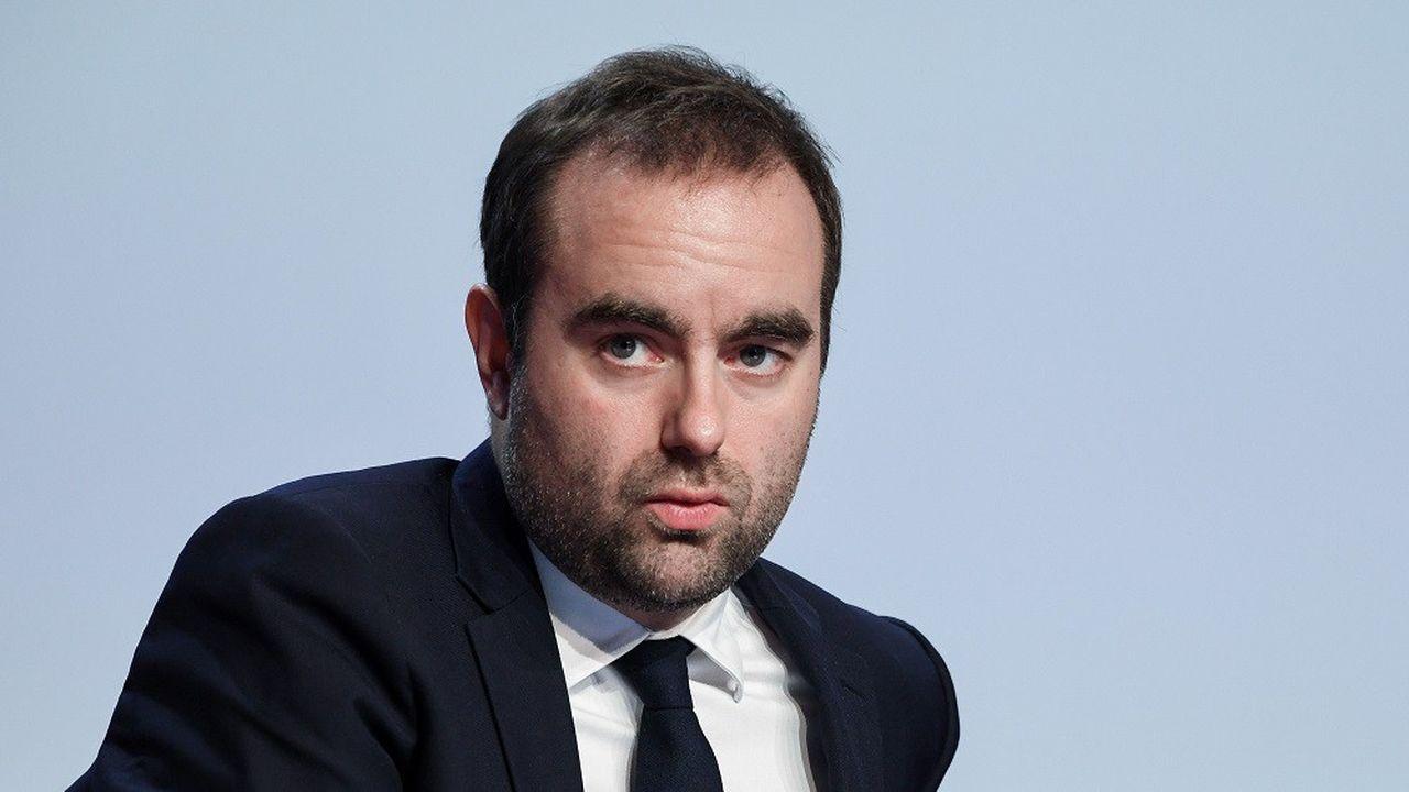 Le ministre chargé des Collectivités territoriales, Sébastien Lecornu, a plaidé pour une revalorisation des indemnités des élus locaux.
