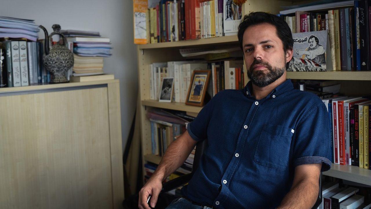 Laurent Gayer est un spécialiste du sous-continent indien. Il s'intéresse aux dynamiques urbaines et aux mobilisations violentes.
