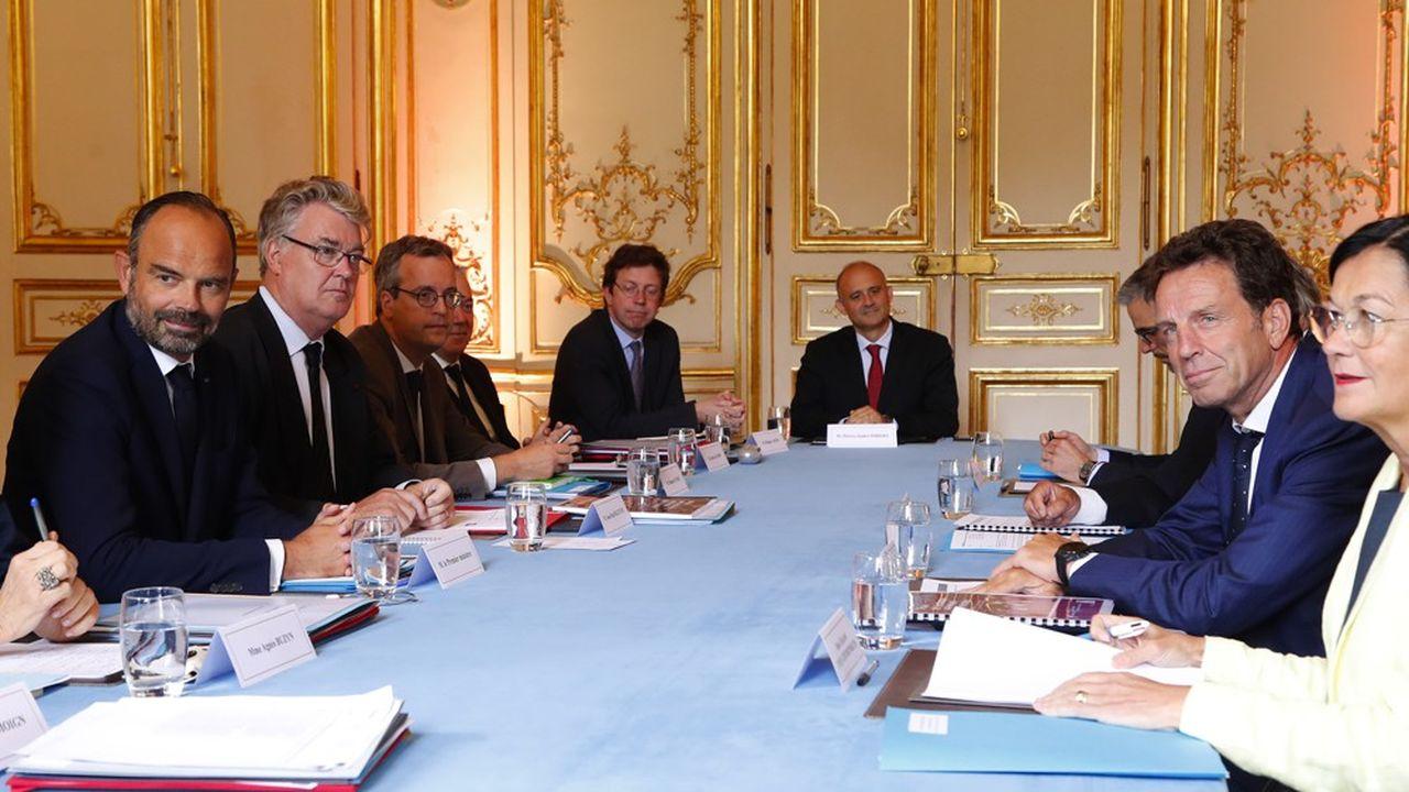 C'est Geoffroy Roux de Bézieux (à droite), le président du Medef, qui sera reçu le premier par Edouard Philippe (à gauche).