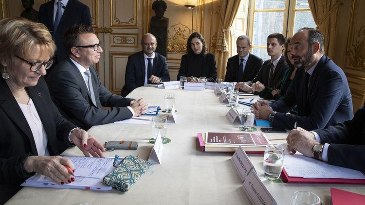 Cyril Chabanier (2e à gauche), le président de la CFTC, face à Edouard Philippe, ce lundi matin à Matignon.