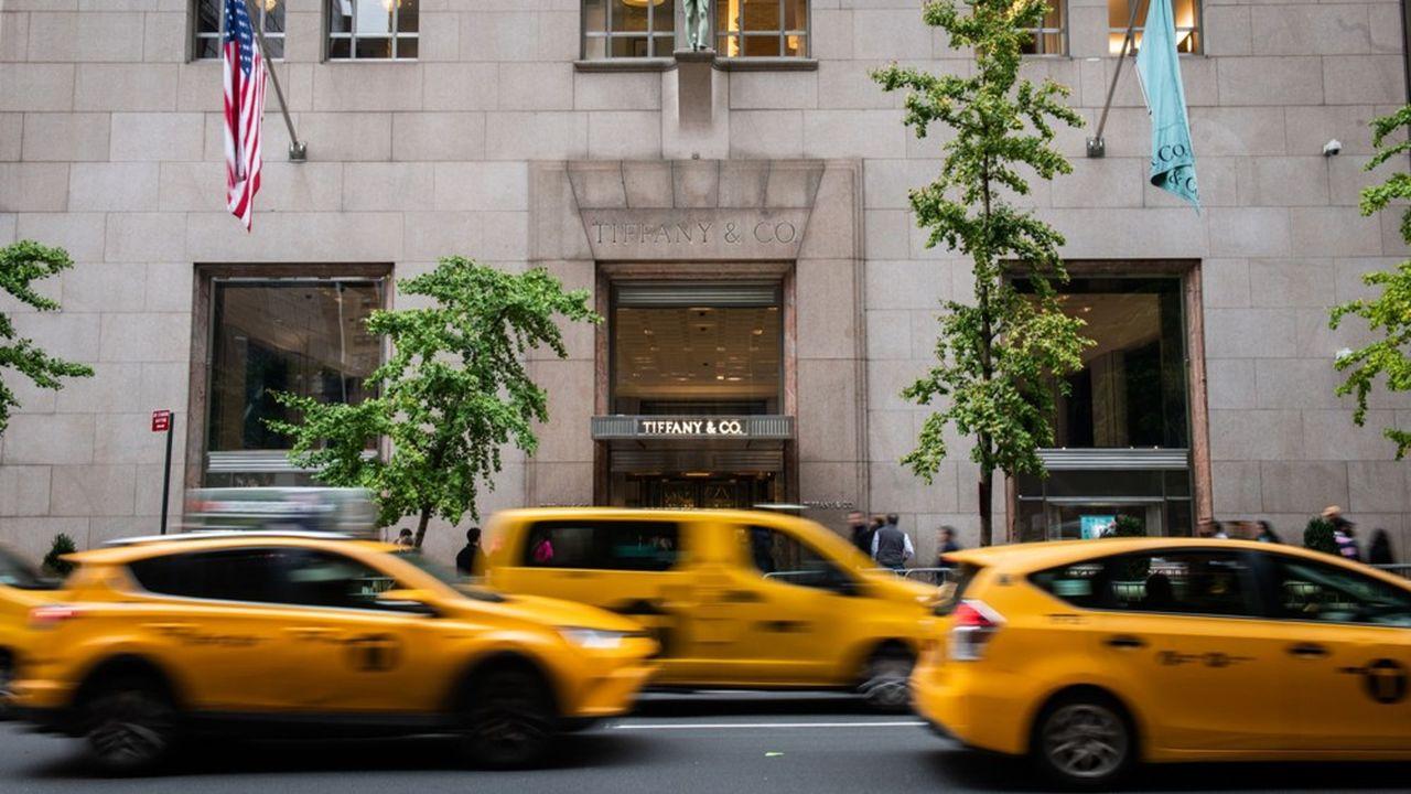 LVMH a accepté de débourser après négociation 14,7milliards d'euros pour Tiffany, ce qui représente sa plus grande acquisition et le plus gros «deal» de l'histoire du luxe.