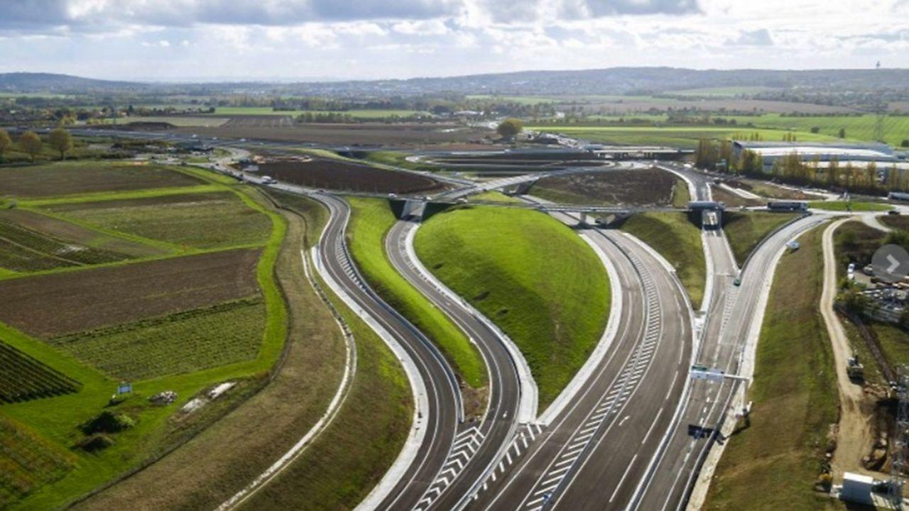Les bretelles des liaisons A16-Paris et A16-voirie circulaire de la Croix Verte seront mises en service dans un second temps.
