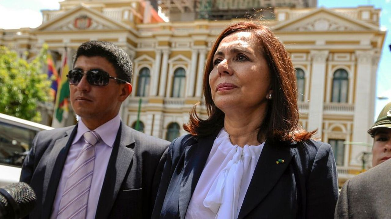 La ministre des Affaires étrangères du gouvernement intérimaire, Karen Longaric, a démis tous les ambassadeurs nommés sous la présidence d'Evo Morales.