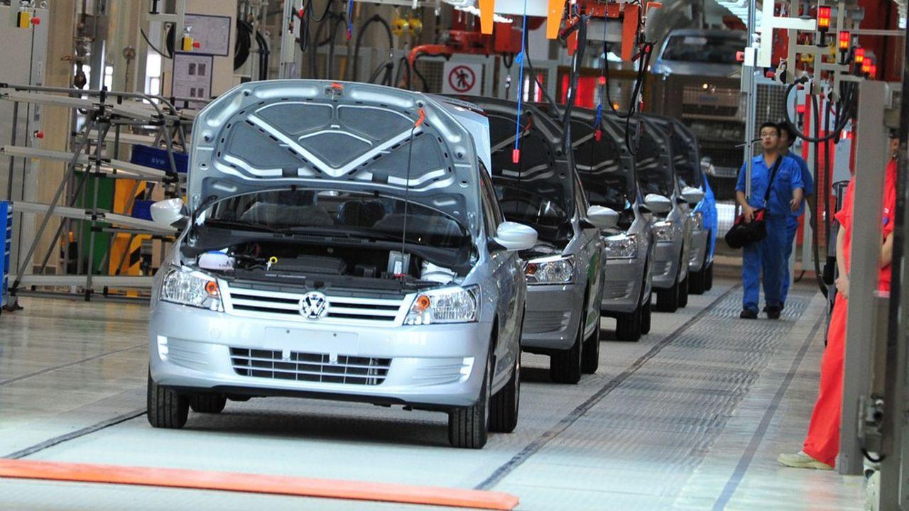 Le modèleSantanasur une ligne de production de Volkswagen à Urumqi, dans le Xinjiang, fruit d'une joint-venture avec le chinois Saic.