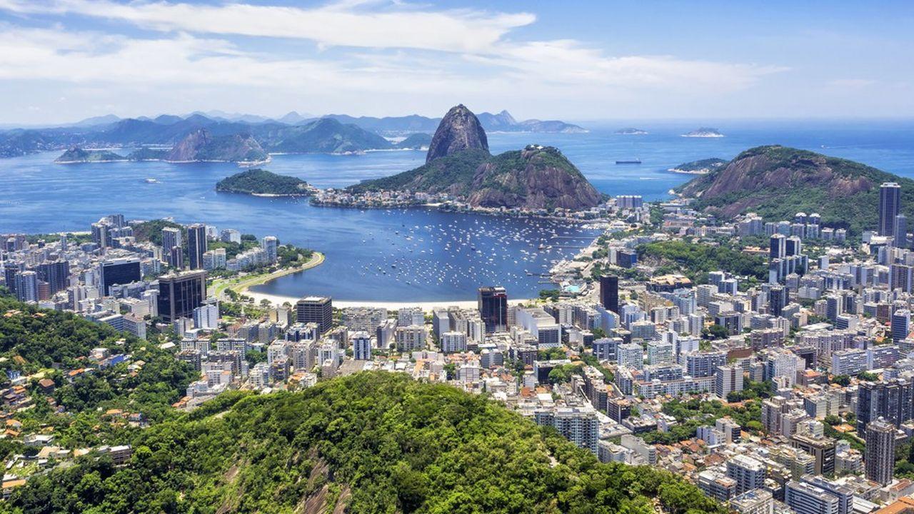 La monnaie brésilienne est tombée à son plus bas historique conduisant la banque centrale du pays à intervenir pour soutenir sa monnaie.