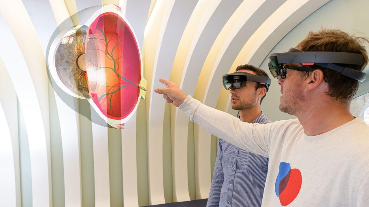 Ce montage permet de bien comprendre ce que l'on voit avec le casque de réalité augmentée sur la tête.