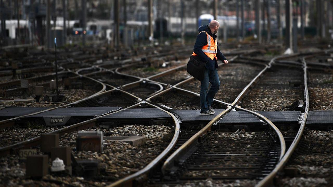 C'est une première dans l'histoire du baromètre Posternak-Ifop. Avant même le début d'un mouvement social, l'image de la SNCF recule fortement auprès de l'opinion publique.