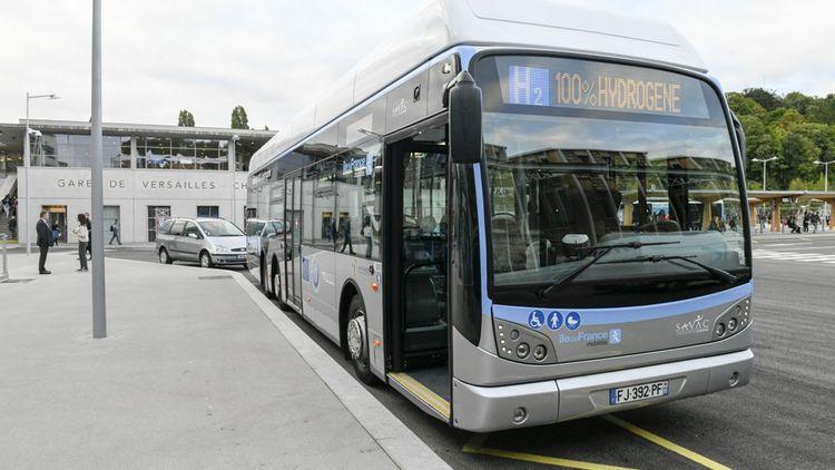 Bus à hydrogène à la Gare de Versailles Chantier.
