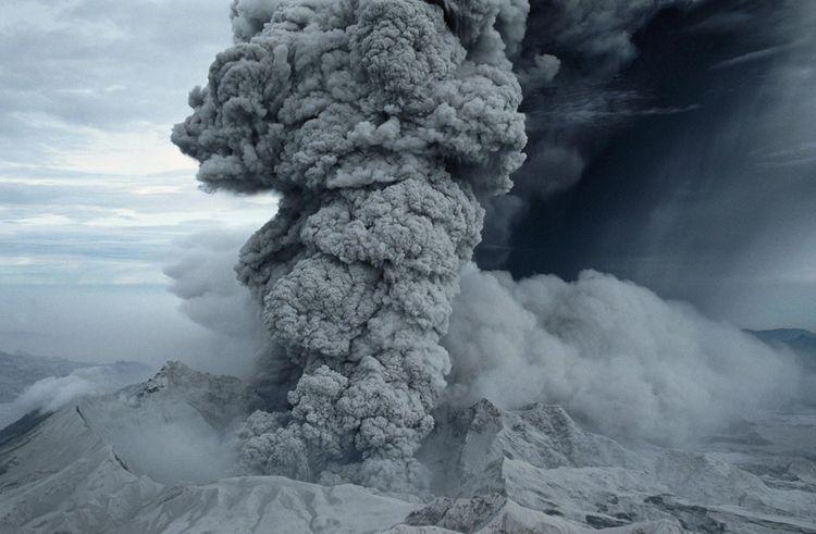 L'éruption du volcan Pinatubo, aux Philippines, en 1991, a fait chuter la température globale du globe de 0,5° l'année suivante, car les énormes quantités de soufre émises dans l'air ont fait obstacle aux rayonnements du soleil. Un mécanisme dont veulent s'inspirer certains scientifiques.