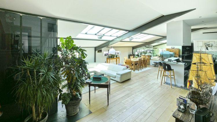 Cette maison loft de 161 m² compte 6-pièces