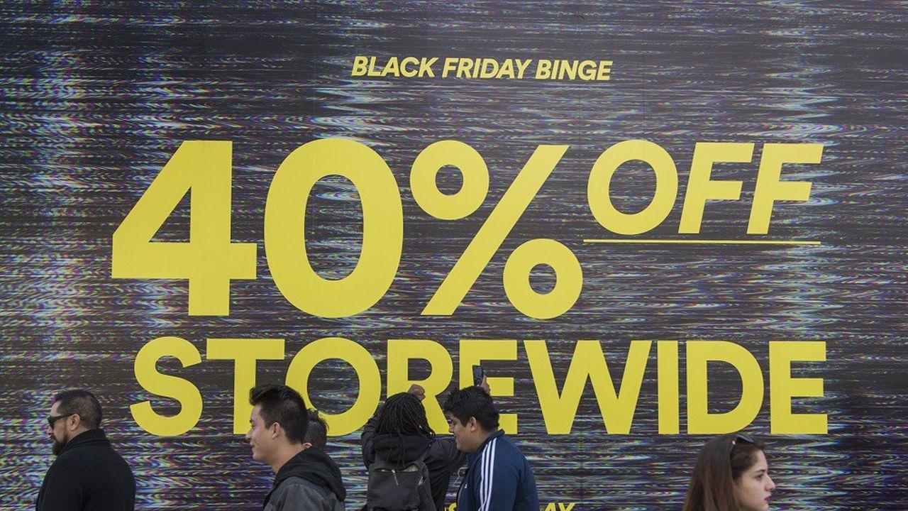 La fréquentation dans les magasins a baissé le jour du Black Friday mais elle a augmenté la veille, jour de la fête de Thanksgiving.