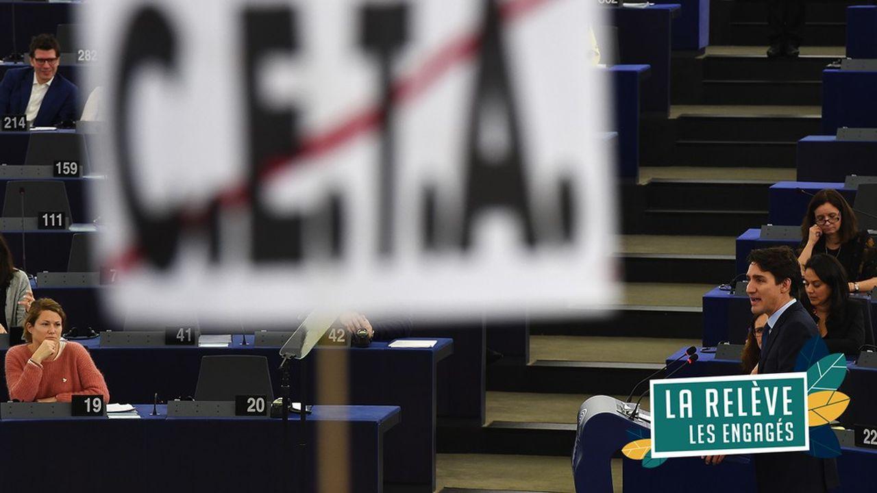 Protestations contre le Ceta alors que le Premier ministre canadien, Justin Trudeau, s'exprimait devant les députés européens à Strasbourg.