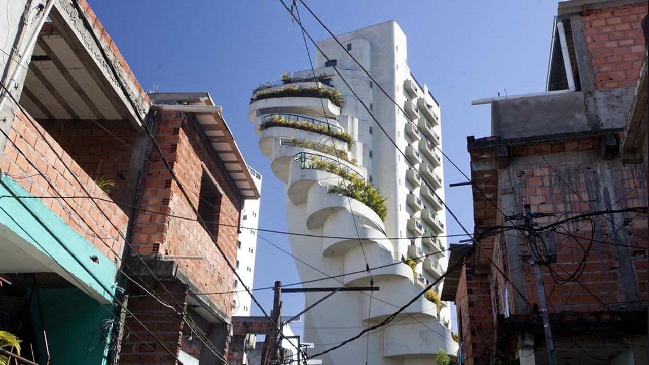 La favela de Paraisópolis est située à côté du quartier résidentiel de Morumbi à São Paulo.Une illustration des inégalités sociologiques.