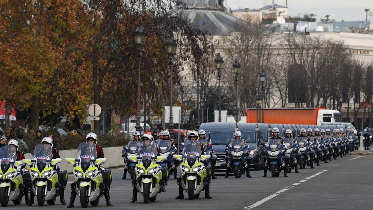 Un hommage national, présidé par Emmanuel Macron a été rendu lundi 2décembre aux Invalides aux 13 soldats français morts au Mail le 25novembre.