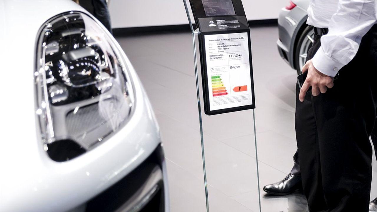 Les voitures sportives (ici, Porsche) émettent souvent plus de 200g/km de CO2, alors que l'objectif européen pour 2020 est en moyenne de 95 grammes.