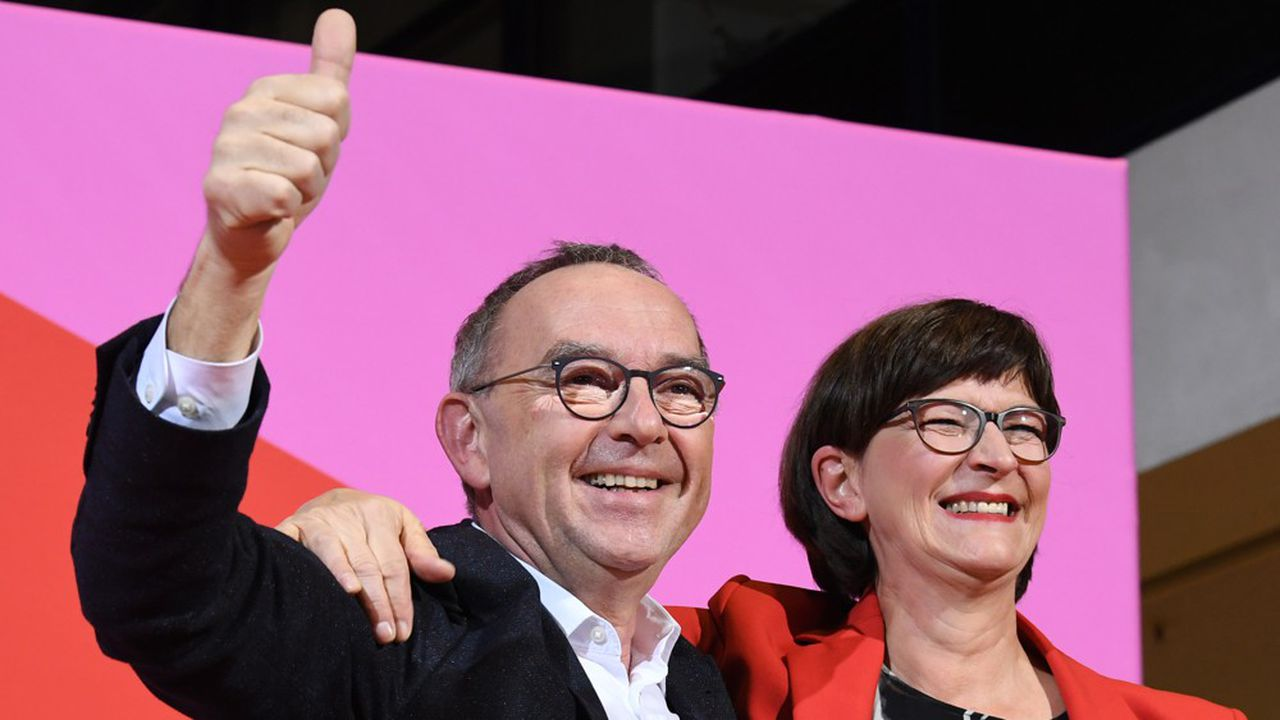 Norbert Walter-Borjans et Saskia Esken conditionnent le maintien du SPD au sein du gouvernement à une renégociation du contrat de coalition, sur la base des nouvelles orientations qui seront fixées lors du congrès du parti le week-end prochain.