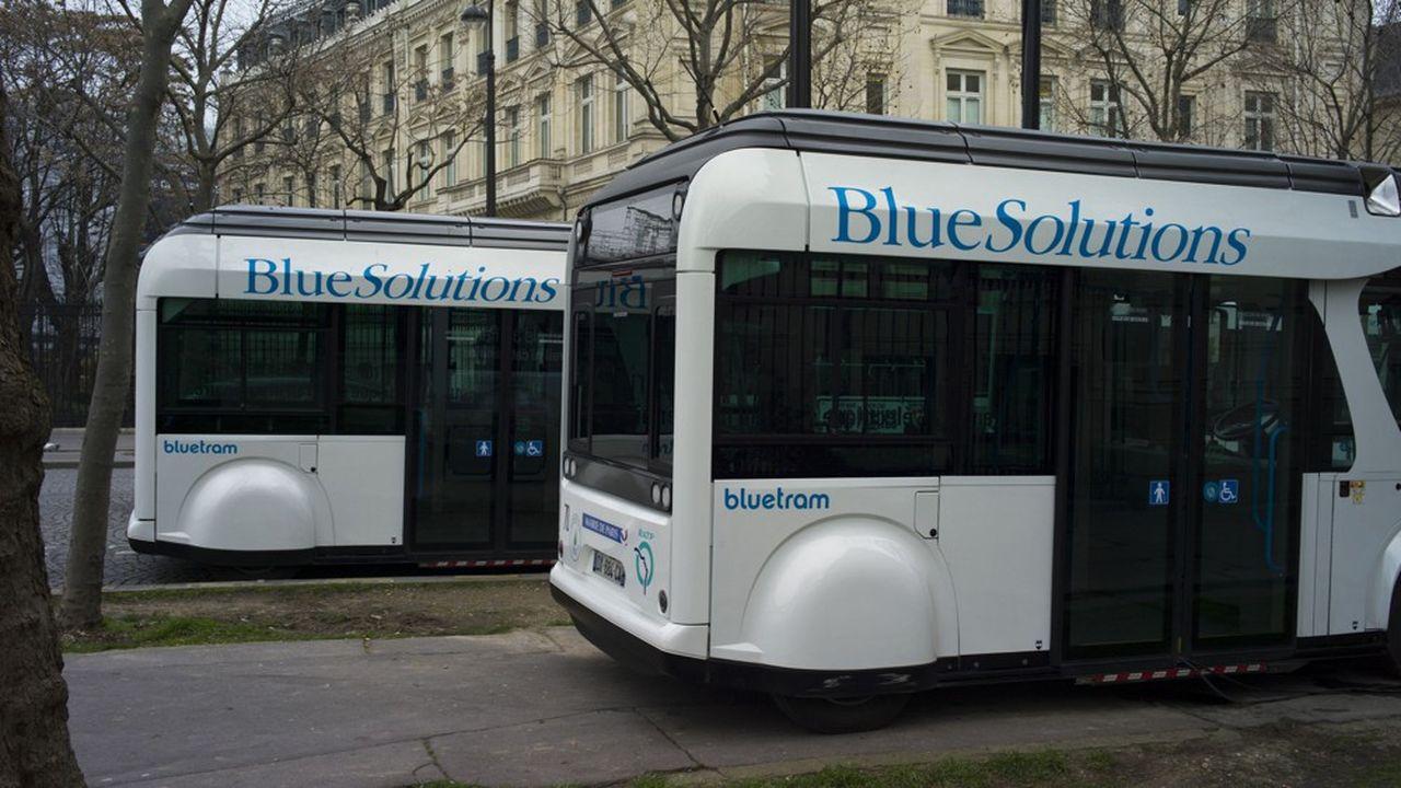 Après une première expérimentation à Paris, Bolloré a convaincu la Nanyang Technological University (NTU) de Singapour de poursuivre avec lui les travaux de recherches sur son Bluetram.