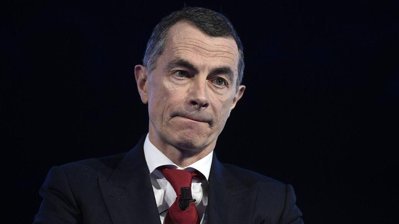 Depuis ses débuts en Italie, l'ex-patron de la banque d'investissement de Société Générale, qui avait été marqué par l'affaire Kerviel, n'hésite pas à employer les grands moyens.