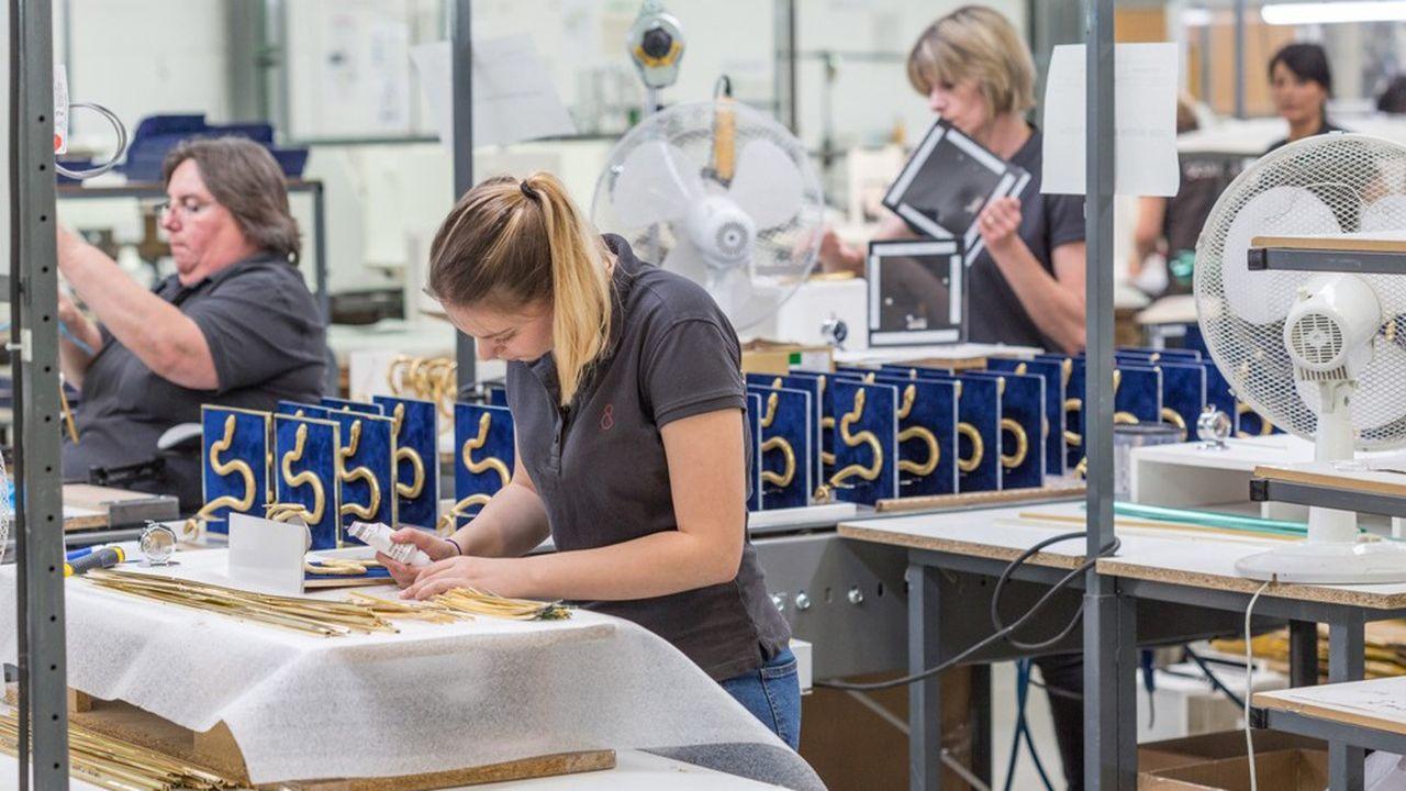 L'entreprise Formes et Sculptures dispose d'un portefeuille de 220 noms et enseignes clients.