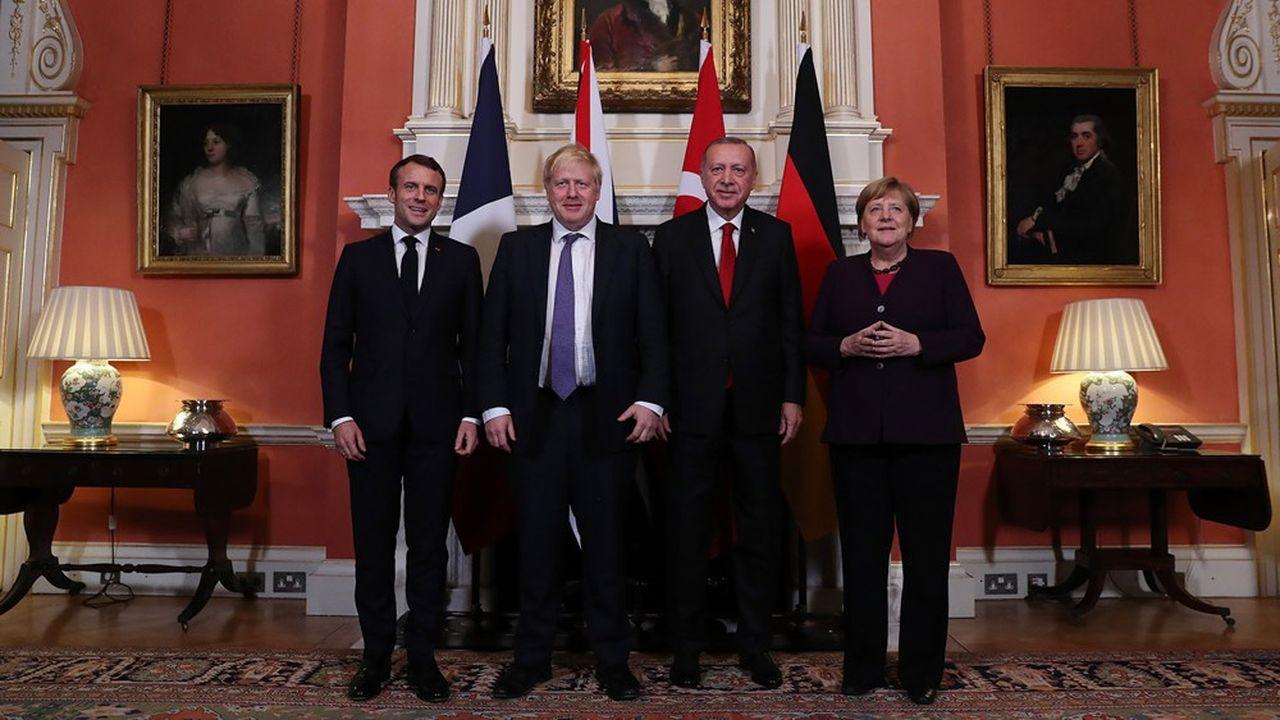 A l'issue d'une rencontre avec le président turc, le Premier ministre Boris Johnson et la chancelière Angela Merkel, Emmanuel Macron a souligné que « toutes les ambiguïtés avec la Turquie n'ont pas été levées […] mais il y a une claire volonté » de dire que la priorité absolue est la lutte contre Daech et le terrorisme.
