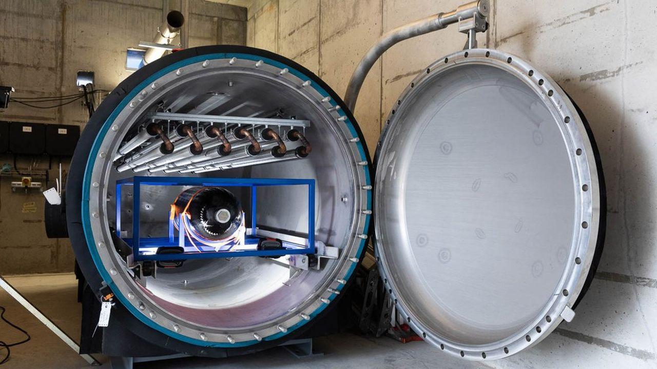 Dans son centre de recherche Deltatech, à quelques kilomètres de Bruxelles, Plastic Omnium exhibe fièrement ses réservoirs d'un nouveau genre: ils sont destinés aux véhicules de demain, les bus, camions et voitures à hydrogène.