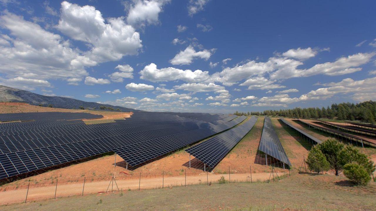 Crédit Mutuel Alliance Fédérale a signé un contrat avec Voltalia qui prévoit la construction d'une centrale solaire dans le sud de la France, d'une capacité de production d'au moins 10 mégawatts.