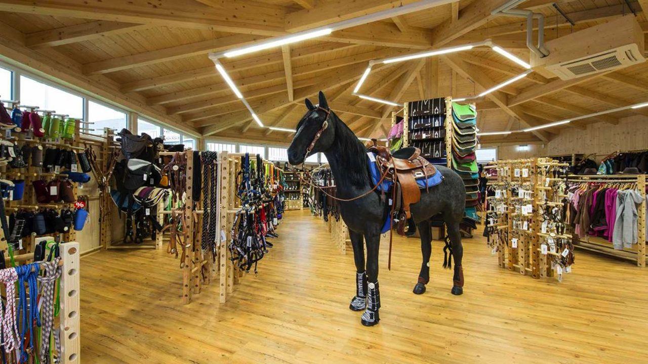 Krämer Equitation compte 39 magasins en Europe, dont deux en France, à Geispolsheim (Bas-Rhin) et Avrainville (Essonne).