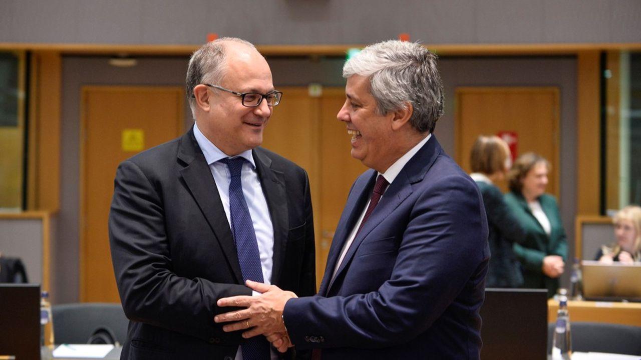 Le président de l'Eurogroupe, Mario Centeno, ici avec son collègue le ministre italien des Finances, Roberto Gualtieri, a annoncé mercredi que la réforme du Mécanisme européen de stabilité (MES) aboutirait au début de l'année prochaine.