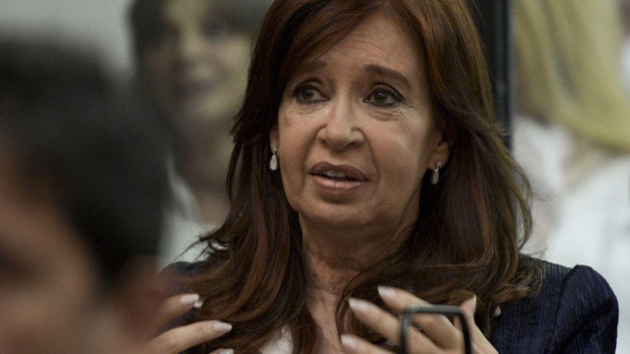 Devant le tribunal, lundi, Cristina Kirchner s'est exprimée avec ce mélange de remarques ironiques et d'envolées incisives qui la caractérise.