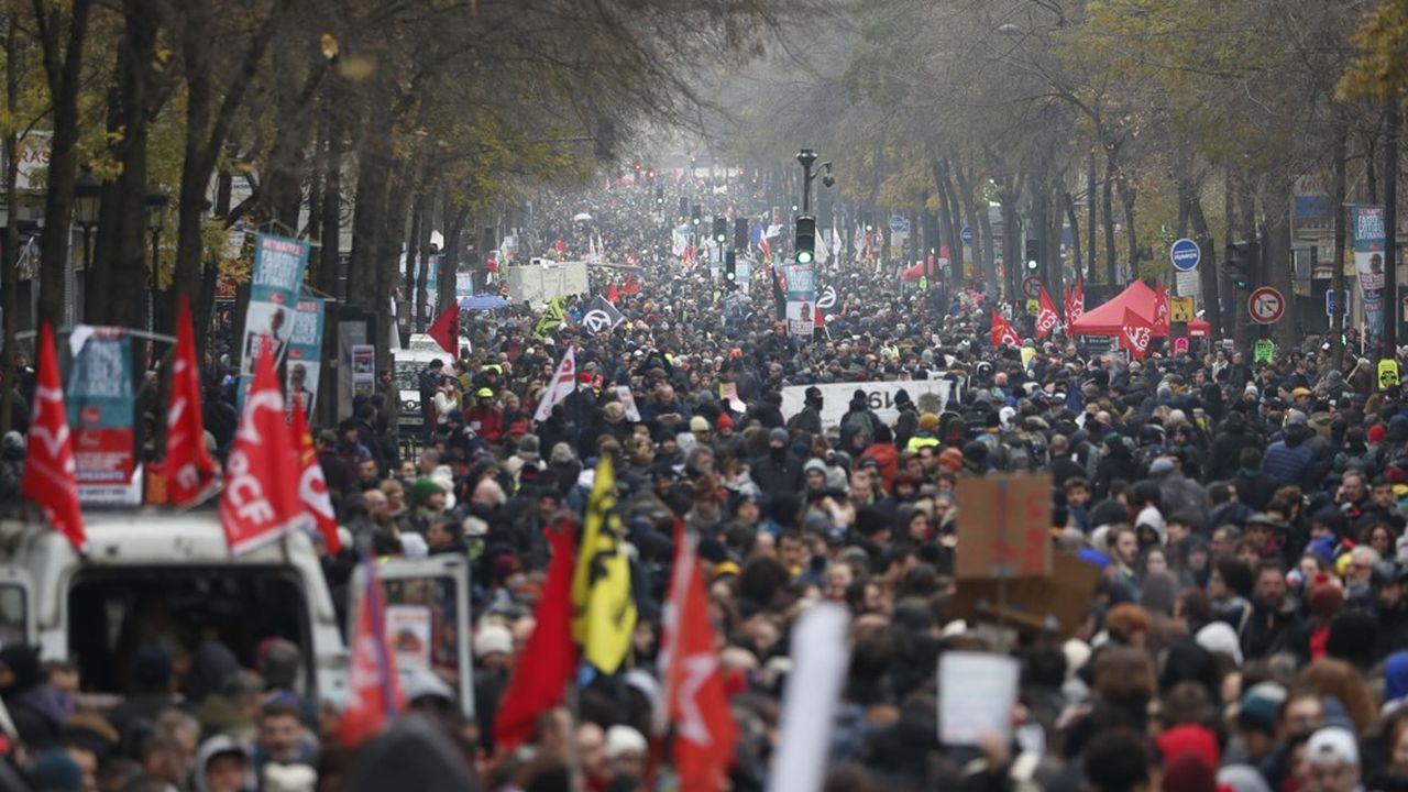 Des dizaines de milliers de personnes manifestent ce jeudi à Paris contre la réforme des retraites.
