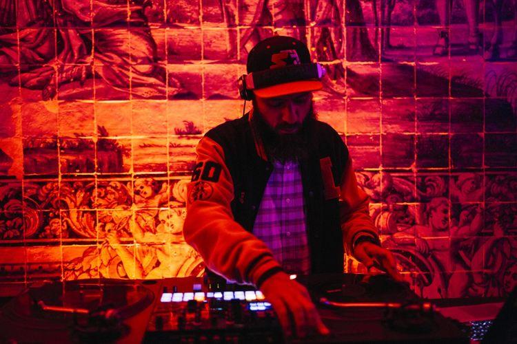 La soirée de bienvenue, avec un DJ électropop.