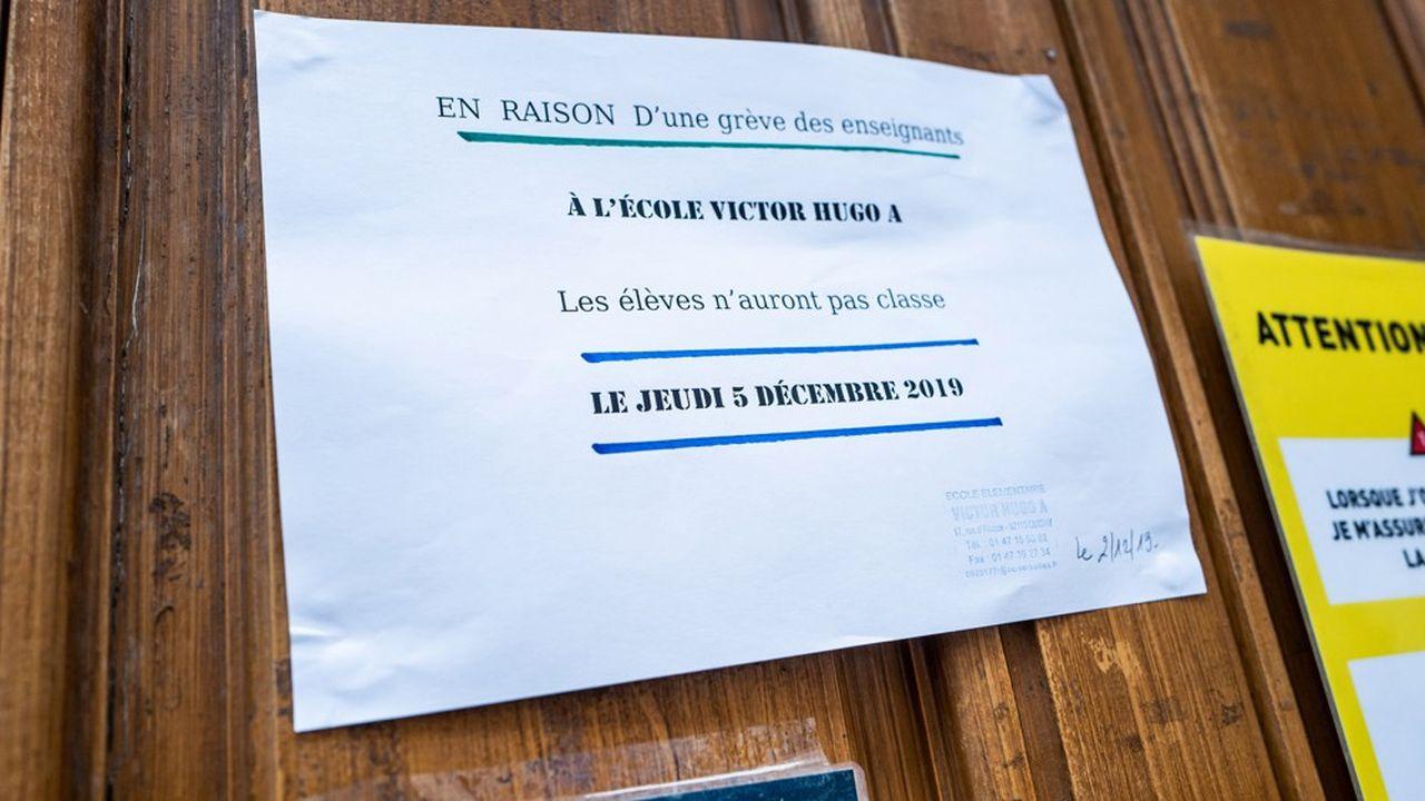 A Paris, l'assemblée générale qui a réuni jeudi matin 300enseignants a voté la reconduction de la grève pour vendredi (287voix pour) et jusqu'à mardi (250voix pour).