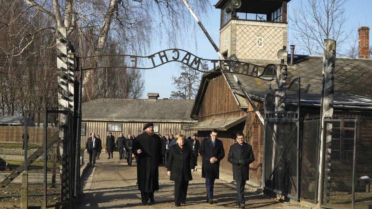 Angela Merkel en visite pour la première fois à Auschwitz