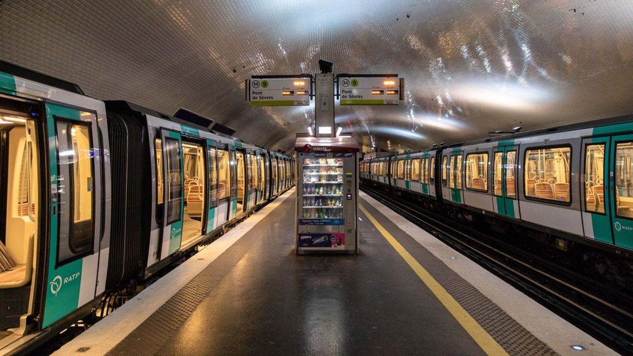 Un métro vide à Paris le 5décembre 2019, au premier jour de la grève à la RATP. Ce week-end, le trafic devrait être particulièrement perturbé.