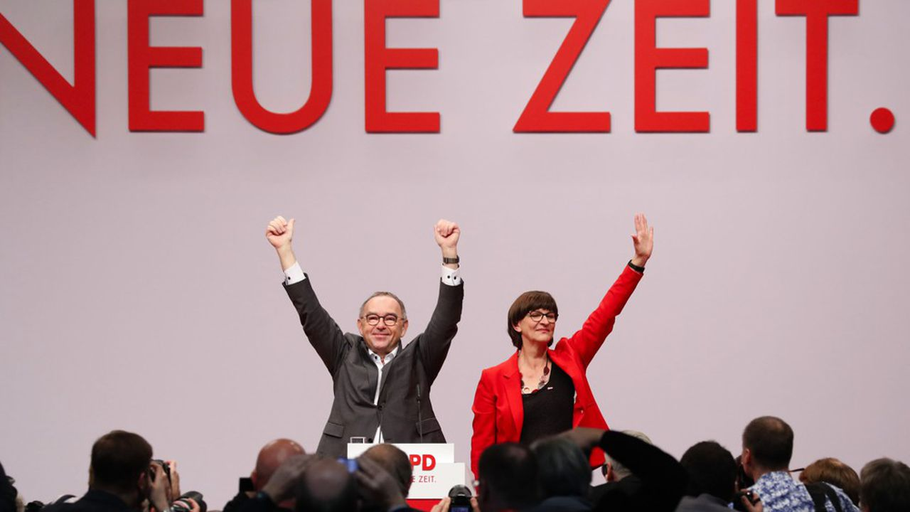 Norbert Walter-Borjans et Saskia Esken ont été intronisés à la présidence du SPD vendredi avec respectivement 89,2% et 75,9% des voix par les quelque 600 délégués du parti.