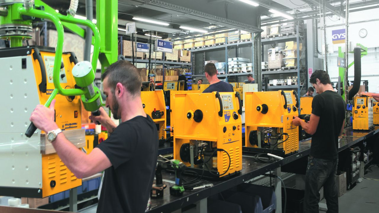 Gys fabrique, principalement pour l'automobile, des équipements de soudage à l'arc, puis des chargeurs de batteries et des systèmes de réparation de carrosserie, utilisés dans les garages et chez les concessionnaires.