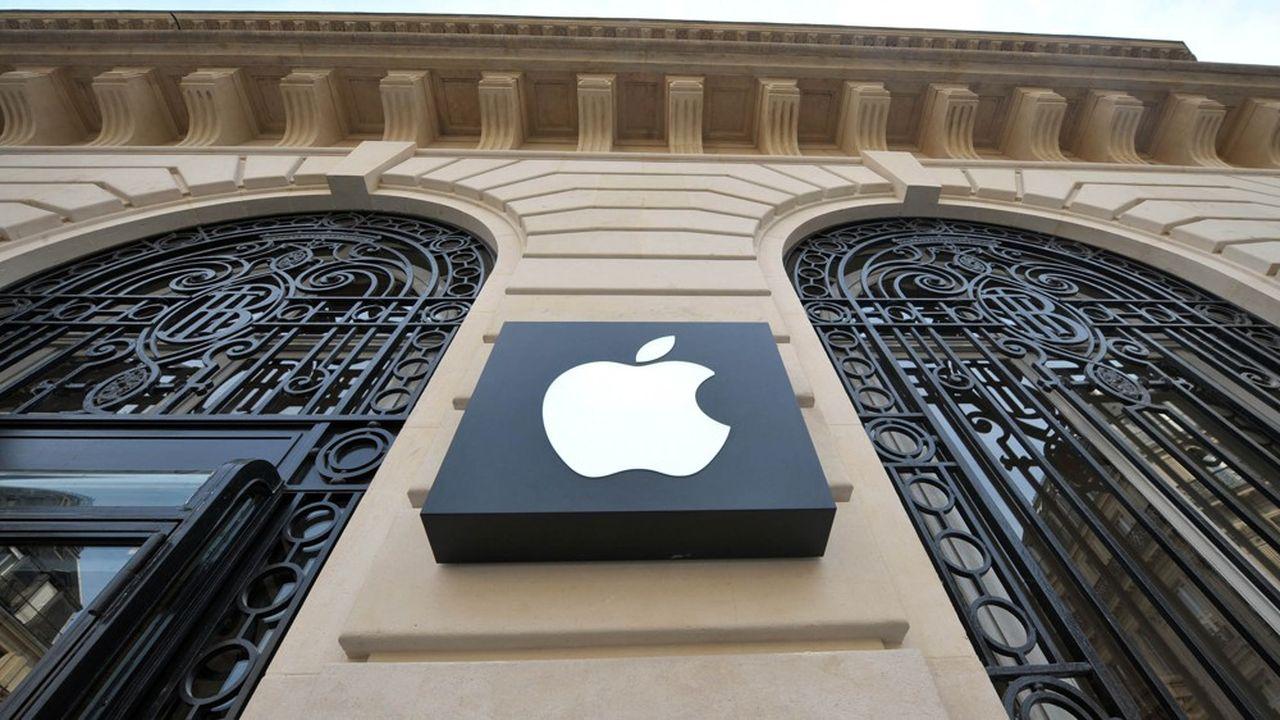 Apple a lancé une offre de carte de crédit cet été aux Etats-Unis, en partenariat avec Goldman Sachs. Une initiative parmi tant d'autres chez les Gafa, à l'offensive dans la finance.
