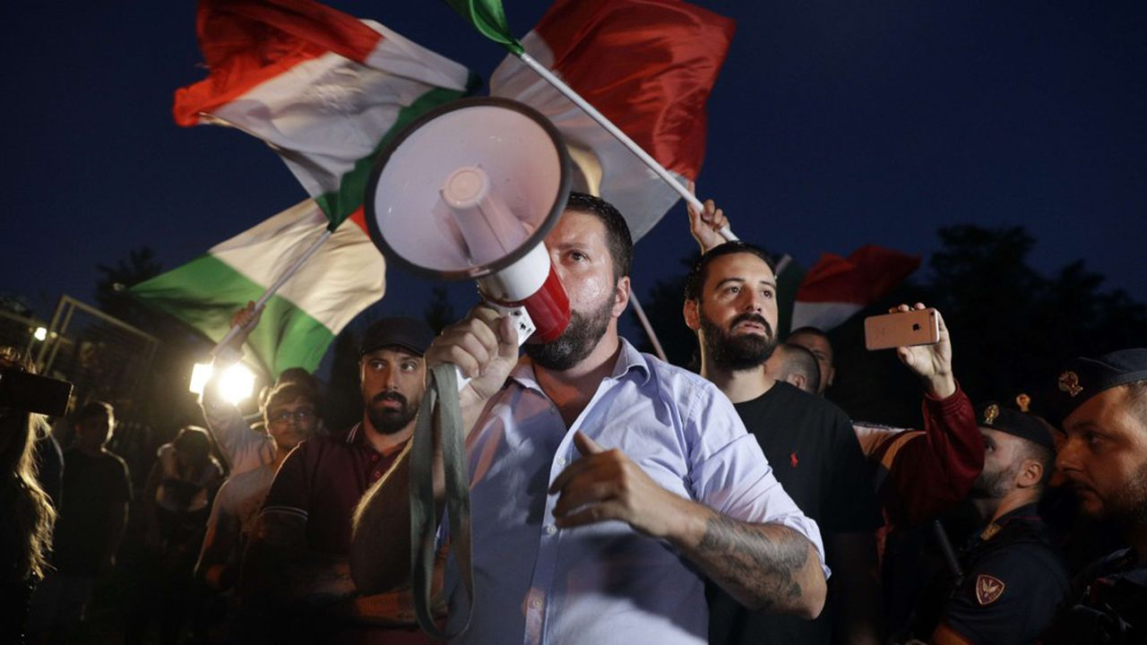 Huit millions d'Italiens sont persuadés que la démocratie libérale est à l'agonie en Italie et qu'un régime autoritaire devrait prochainement la remplacer (photo: activistes du mouvement néofasciste italien Casapound Italia).